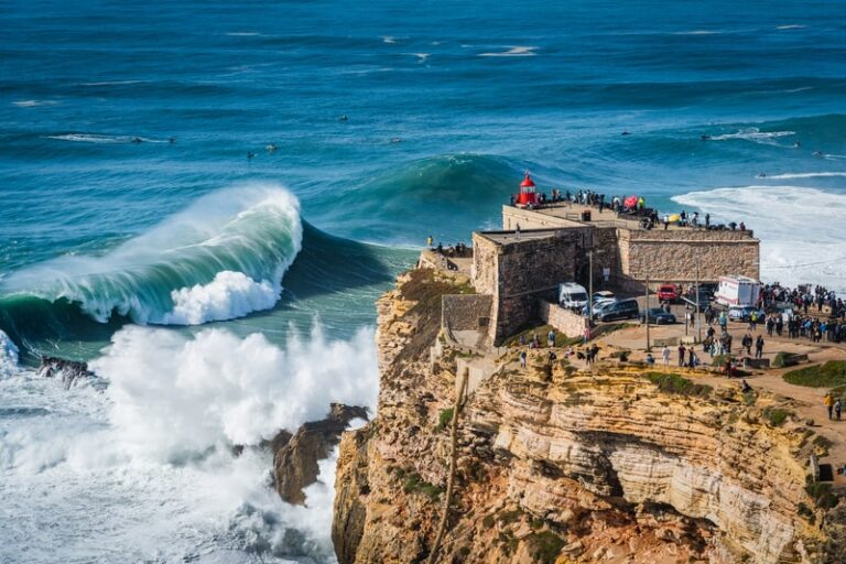 Bølger i Nazaré.